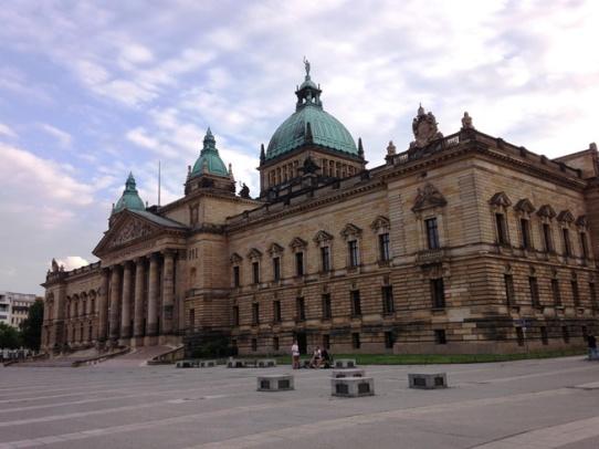 กลับมาดูอะไรสวยๆงามๆที่อาคารศาลฎีกาของประเทศเยอรมัน