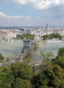 สะพาน Széchenyi กับโบสถ์ St. Stephen's Basilica ตรงด้านหลัง