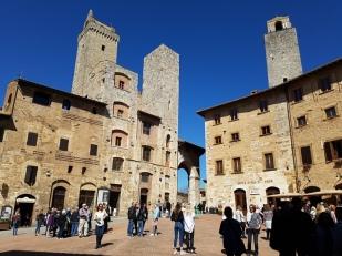 จัตุรัส Piazza Della Cisterna